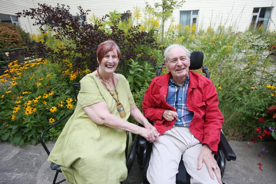 Portrait of Jennifer Brown and husband Karl at the Lakeside Long Term Care Centre