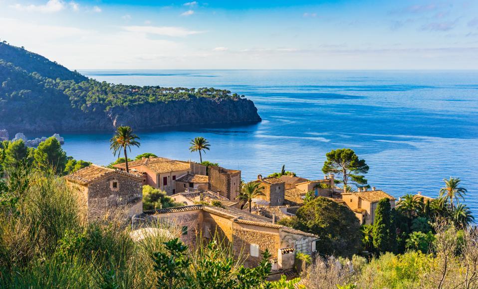 Beau petit village sur la côte de l'île de Majorque, Espagne Mer Méditerranée