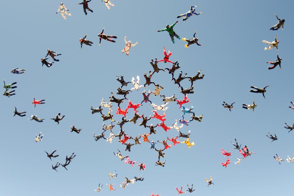Skydiving big group take off is a metaphor for organizational confidence