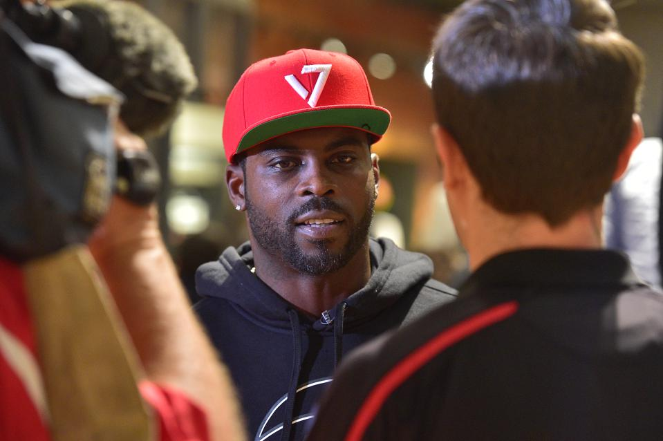 Did The NFL Step In It By Including Michael Vick In The Pro Bowl?