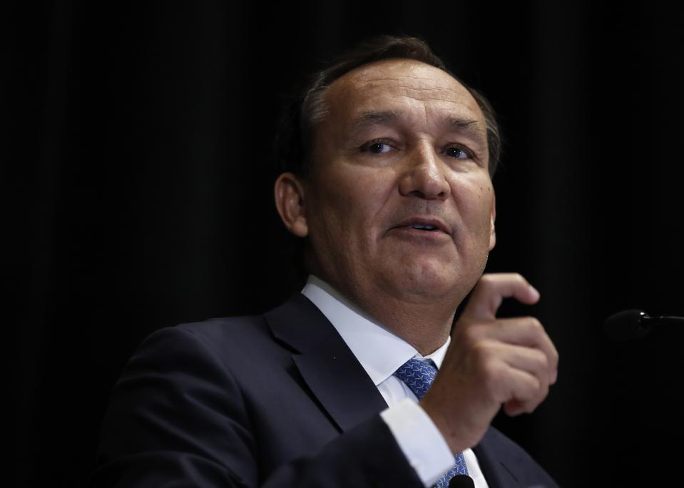 United Airlines CEO Oscar Munoz Discusses Long-Term Strategy For The Airline
