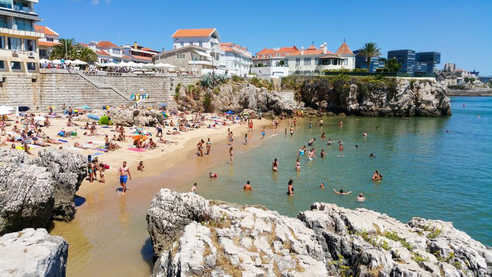 DA RAINHA BEACH IN CASCAIS, PORTUGAL