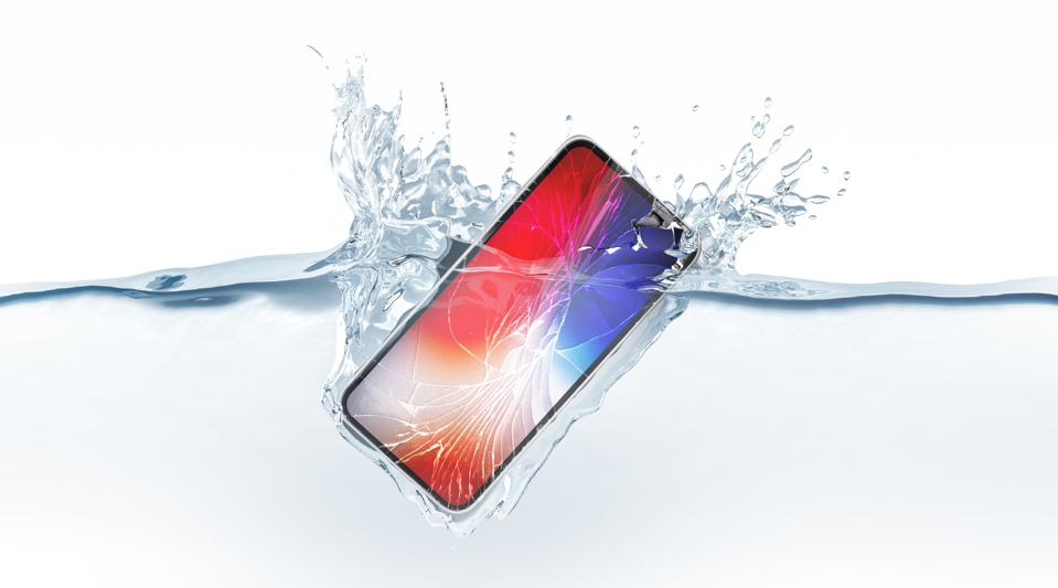 White broken smartphone mock up fall in water, 3d rendering