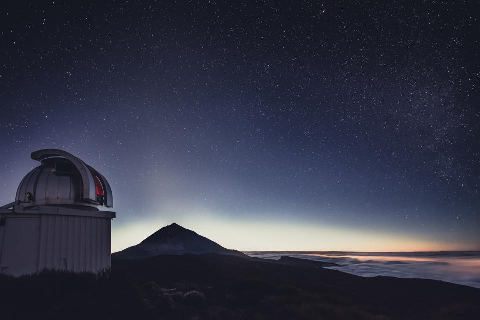 Spain, Canary Islands, Tenerife, Teide observatory at night