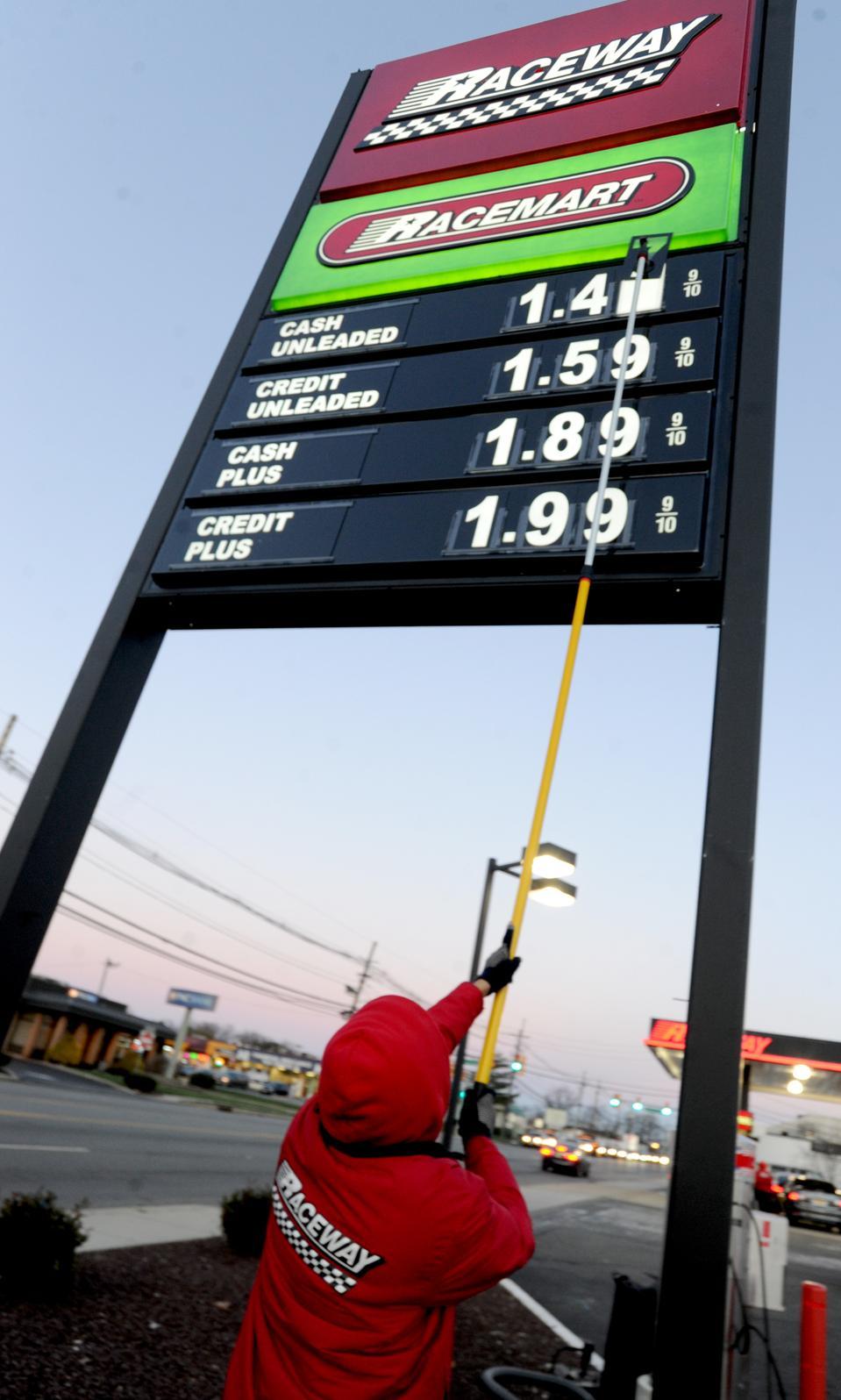 Saudi Arabia Won't Let Oil Head Back To $20s Again thumbnail