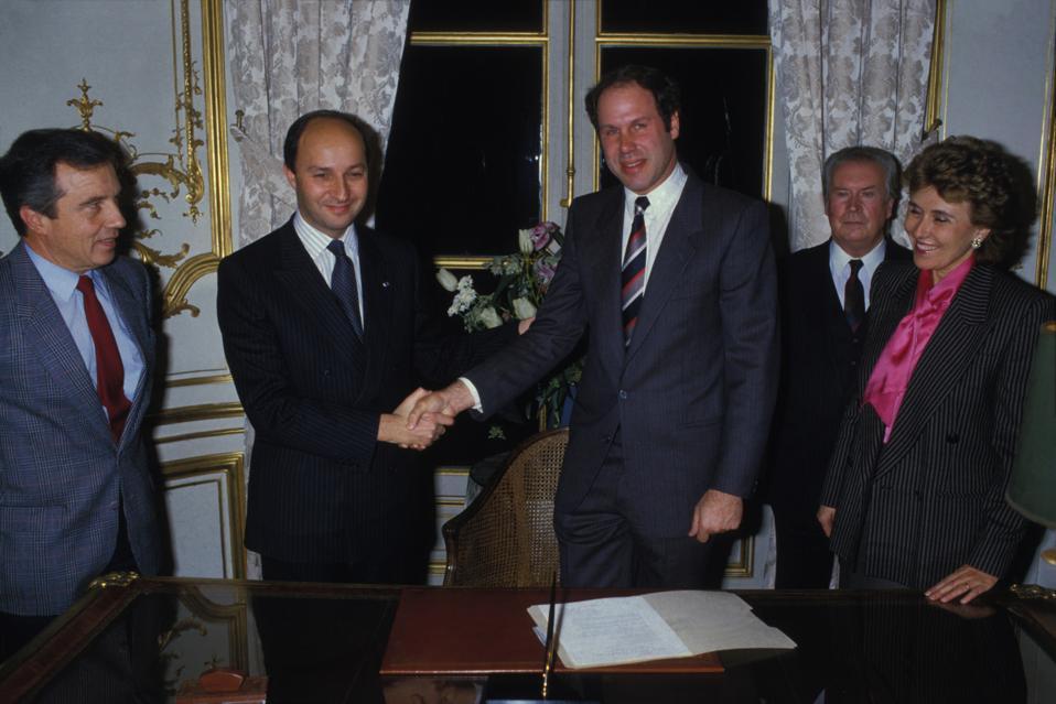 Signature du contrat Disneyland Europe