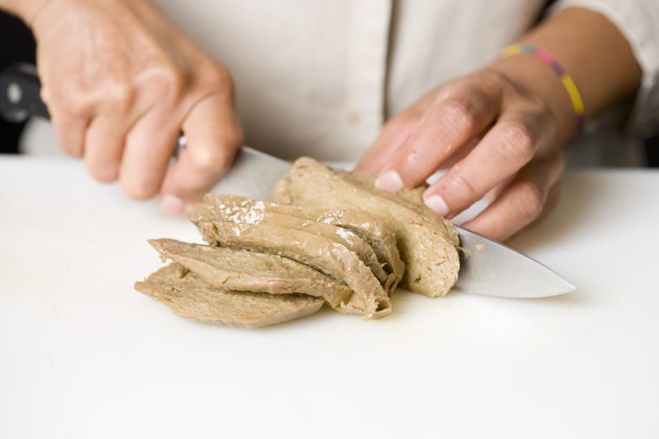 Cutting the Seitan into slices