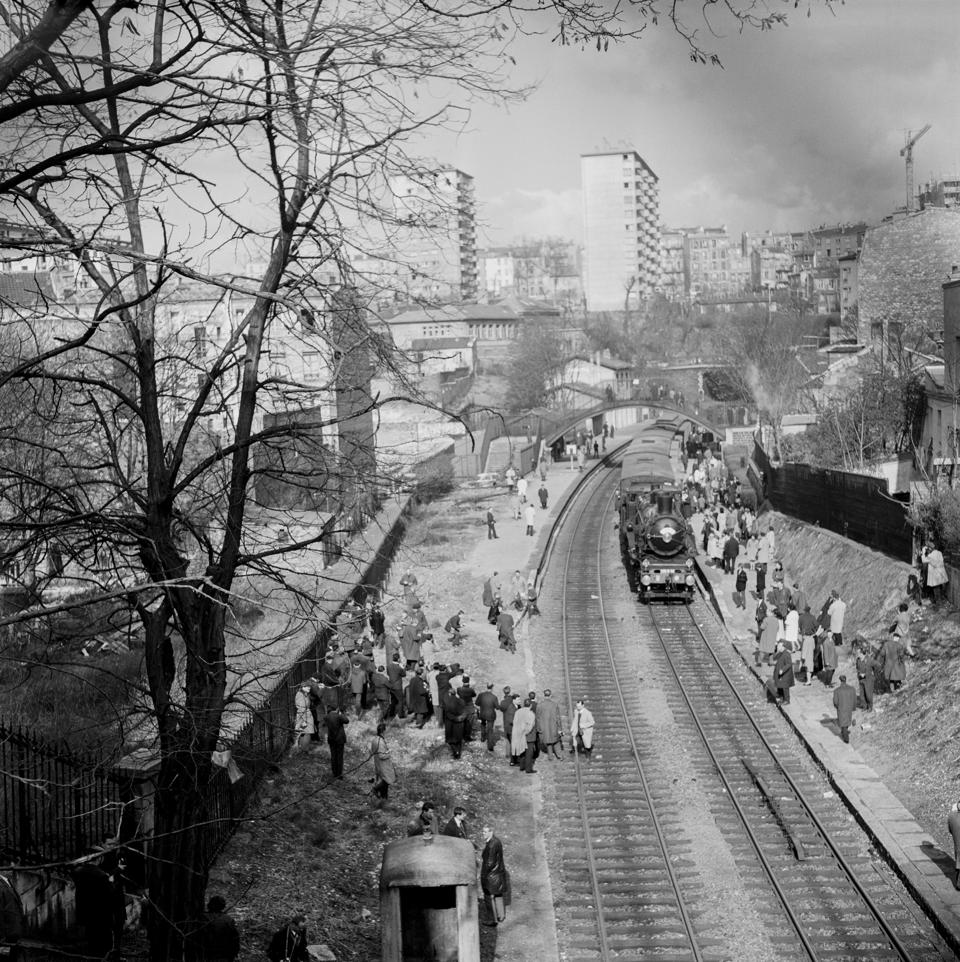 In the 60s, parts of the track were rebuilt around the station of Menilmontant in Paris. Photo taken 13 March 1966