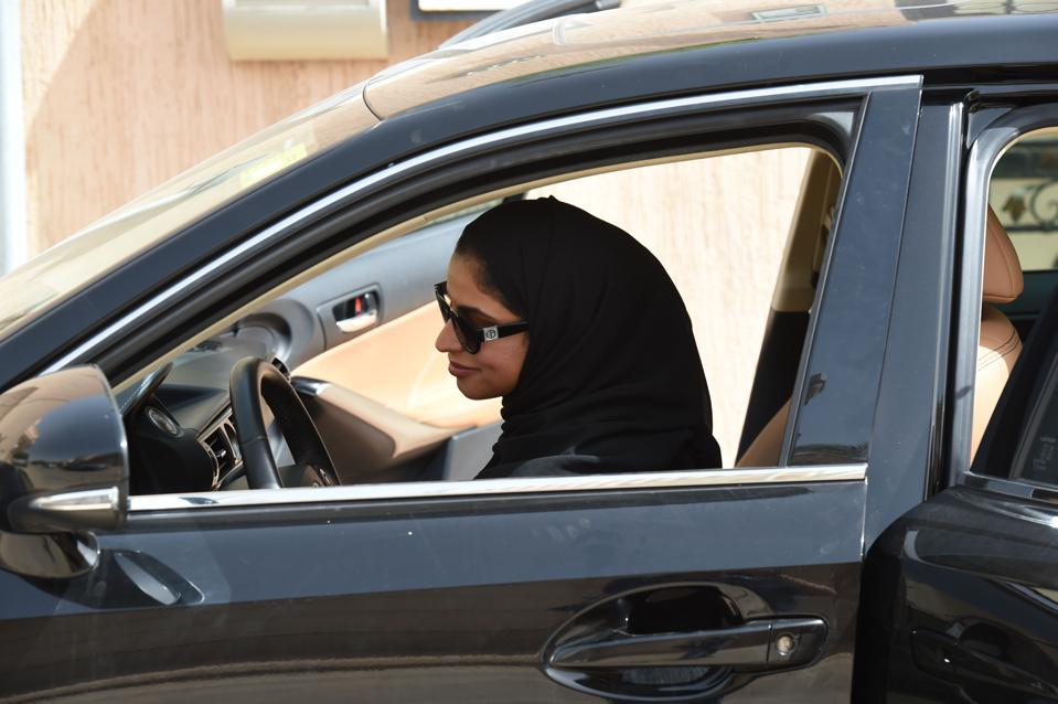 SAUDI-SOCIETY-WOMEN-DRIVING