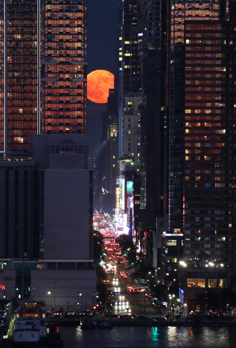 The Strawberry Moon rises above 42nd Street in New York City on June 28, 2018, as seen from Weehawken, New Jersey. (Photo by Gary Hershorn/Getty Images)
