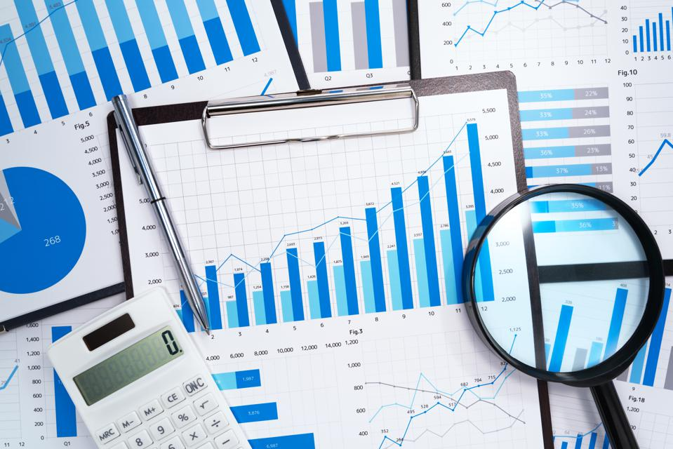 Data analysis. Developing business growth strategy.