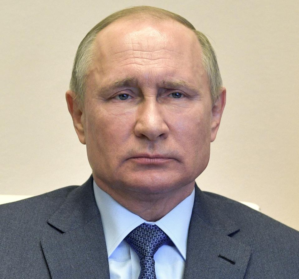 Covid-19 is a problem for Putin in Russia, but it could also help him occupy Ukraine.