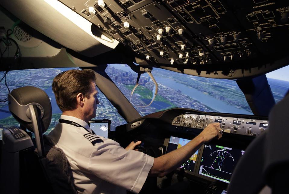 American Airlines Pilot Union Say Management Pilot Bonuses