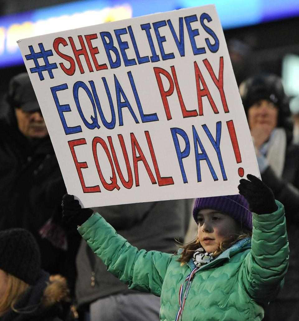 the issue of pay gap in the womens us soccer team The world cup pay gap  06/05/magazine/why-is-us-womens-soccer-still-fighting  fact that this was a united states nation team game and it is around.