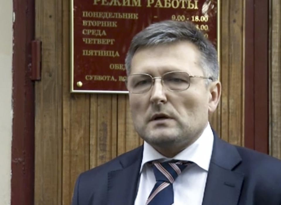 Lawyer With Key Evidence In Russian Corruption Scandals Falls From Building Before Testifying
