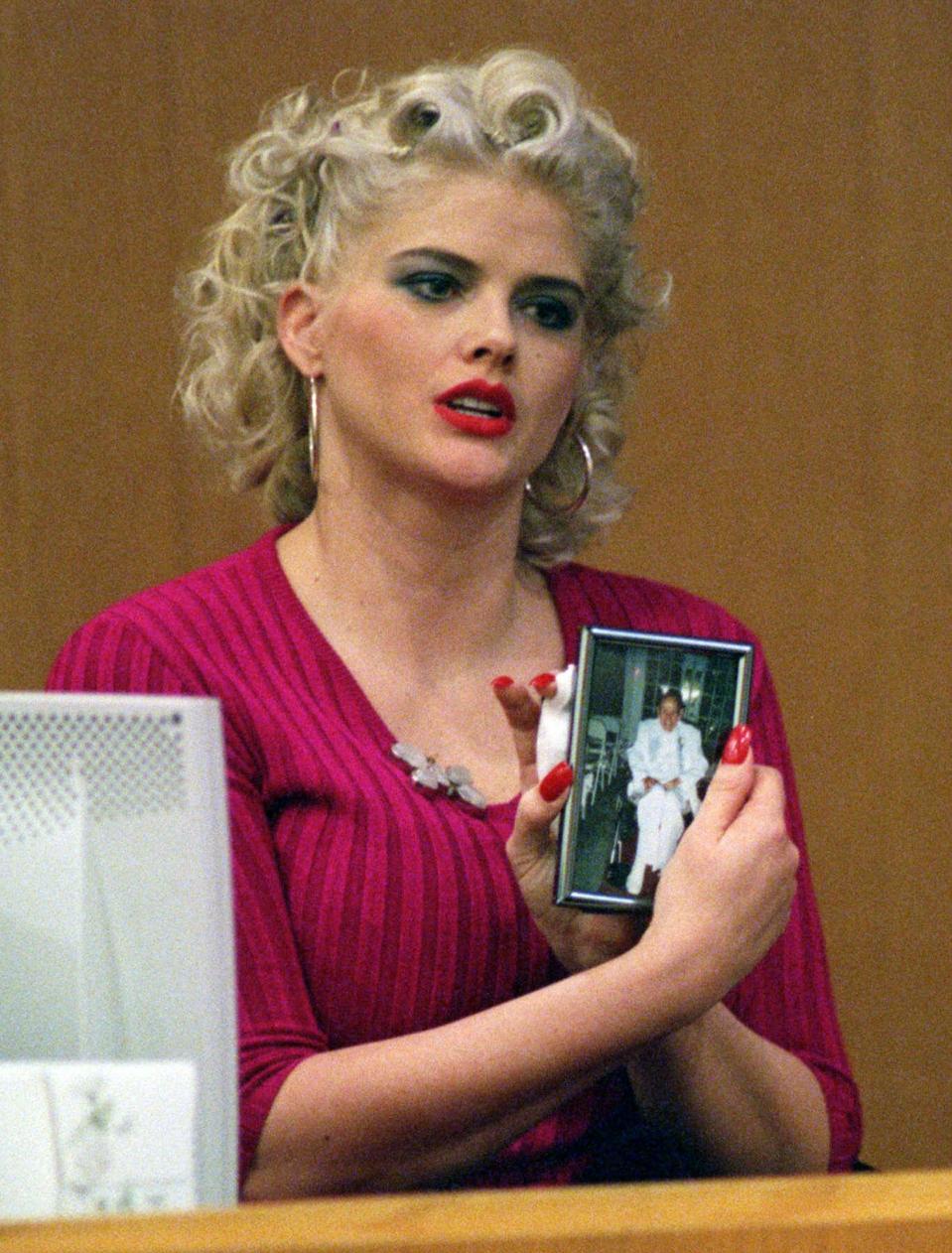 Judge In Decades Old Anna Nicole Smith Case Announces He S