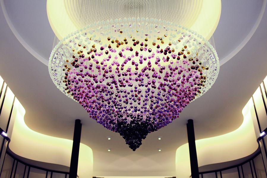 lalique chandelier made of 2 500 gourmande rings in photos lalique 39 s new jewelry boutique and. Black Bedroom Furniture Sets. Home Design Ideas