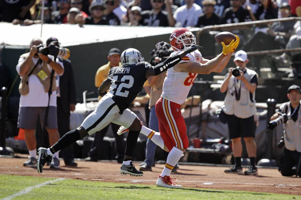 Who Will Win AFC West? Breaking Down Oakland Raiders' And Kansas City Chiefs' Remaining Schedules